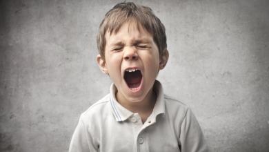 تصویر ناسزا گفتن به کودکان – خانواده موفق