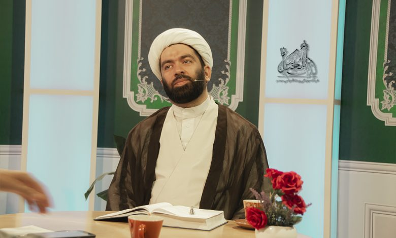تصویر معرفی امام علی توسط پیامبر اکرم | برنامه کافه پرسش قسمت 258